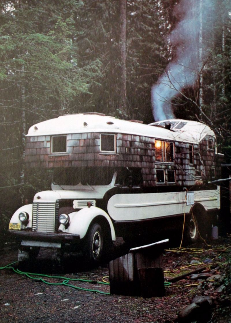 Combining Tinyhouses and Vanlife, These Housetruckers Were Popularized in the 1970s