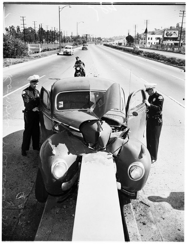 35 Incredible Photos That Capture Traffic Accidents of California From the 1950s