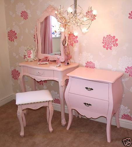 Vintage girls bedroom Mia would love this furniture!